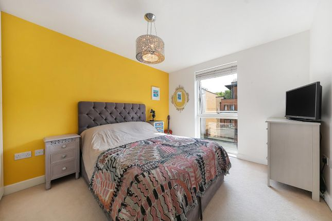 11676_00437331 of Carney Place, London SW9