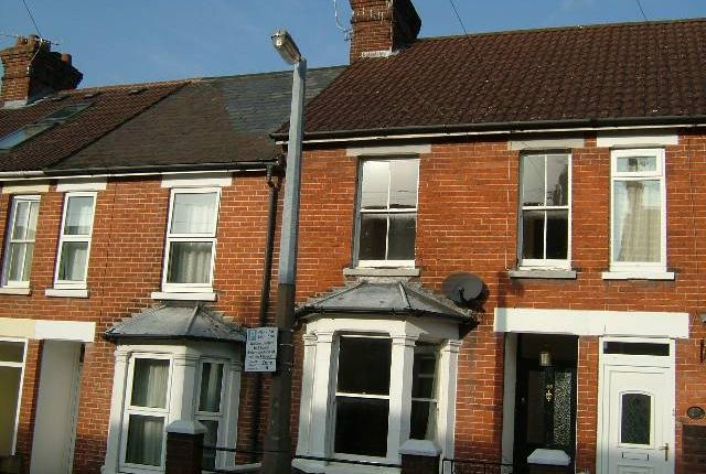 2 bed terraced house to rent in Hamilton Road, Salisbury, Wilts SP1
