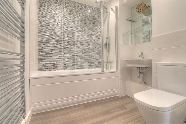 Bathroom of Centenary Plaza, Southampton SO19