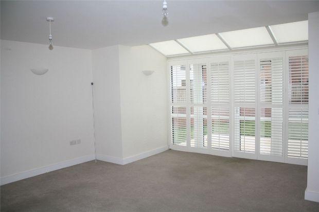 Thumbnail Town house to rent in 6 Apsley Walk, Richings Park, Buckinghamshire