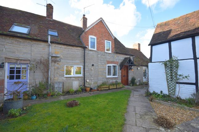 Thumbnail Cottage for sale in The Bank, Marlcliff, Bidford On Avon