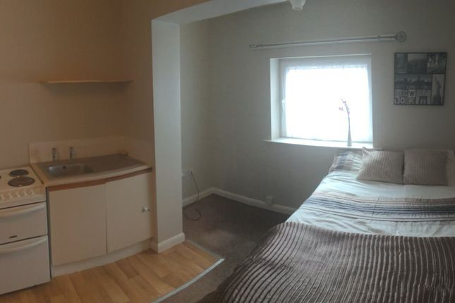 Thumbnail Room to rent in Flat, Wakefield, West Yorkshire