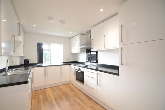 Thumbnail Flat to rent in Endsleigh Road, Merstham