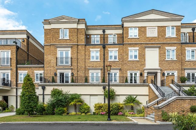 Thumbnail Flat for sale in Willoughby Lane, Bromley, Kent