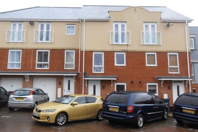 Thumbnail Terraced house to rent in Reynolds Avenue, Redhill