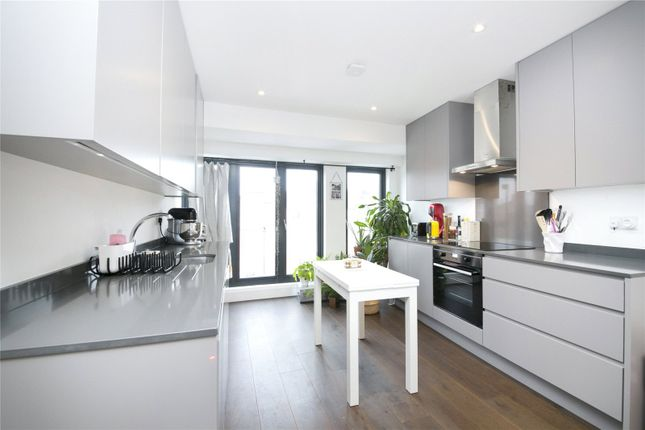 2 bed flat to rent in Chapel Market, Barnsbury