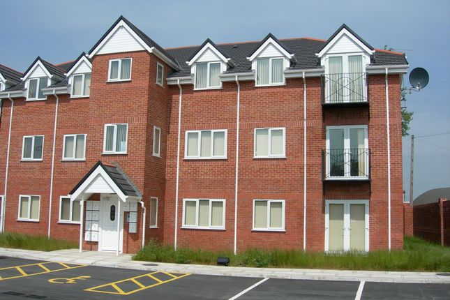 Thumbnail Flat to rent in Oakleigh Court, Runcorn