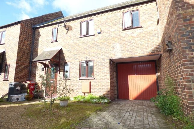 Thumbnail Terraced house to rent in New Road, Langley, Berkshire