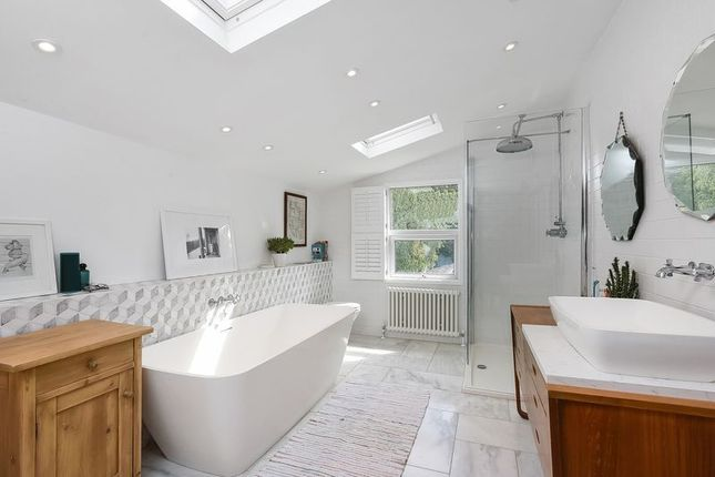 Family Bathroom of Cambridge Road, Sidcup DA14