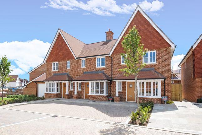 Thumbnail Terraced house to rent in Longhurst Avenue, Horsham