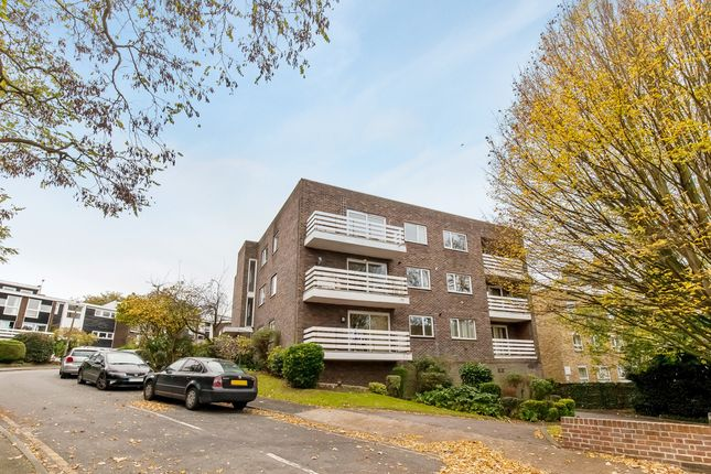 Thumbnail Flat to rent in Morecoombe Close, Kingston Upon Thames