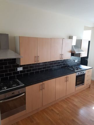 Thumbnail Property to rent in Estcourt Avenue, Headingley, Leeds