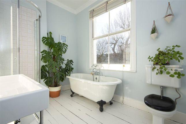 Bathroom of Colvestone Crescent, London E8
