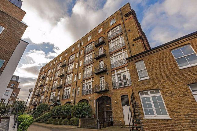 Thumbnail Flat to rent in Devonhurst Place, Heathfield Terrace, London
