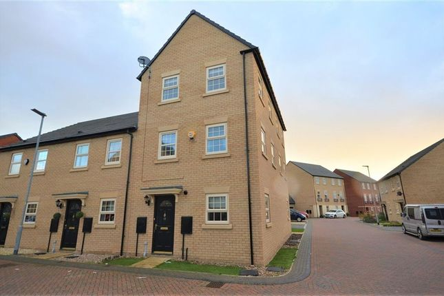 Thumbnail Town house to rent in Fallbrook Road, Castleford