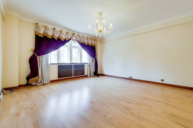 2 bed flat to rent in High Street Kensington, Kensington W8
