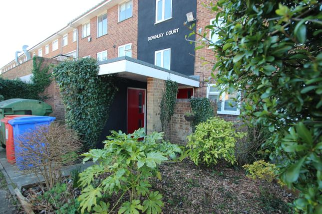 Thumbnail Flat to rent in Grays Lane, High Wycombe