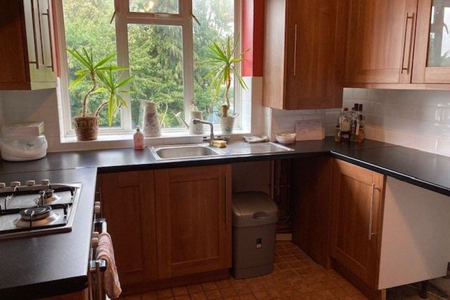 Thumbnail Flat to rent in Grove Road, Barnet, Hertfordshire