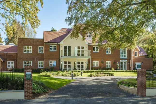 Thumbnail Flat to rent in Westhall Road, Warlingham