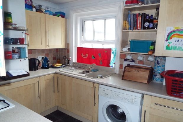 2 bed maisonette to rent in Western Road, Shoreham-By-Sea