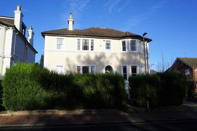 2 bed flat to rent in Queens Road, Tunbridge Wells, Kent TN4