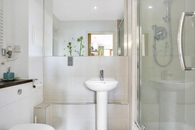 En-Suite of Findlay House, Trevithick Way, London E3