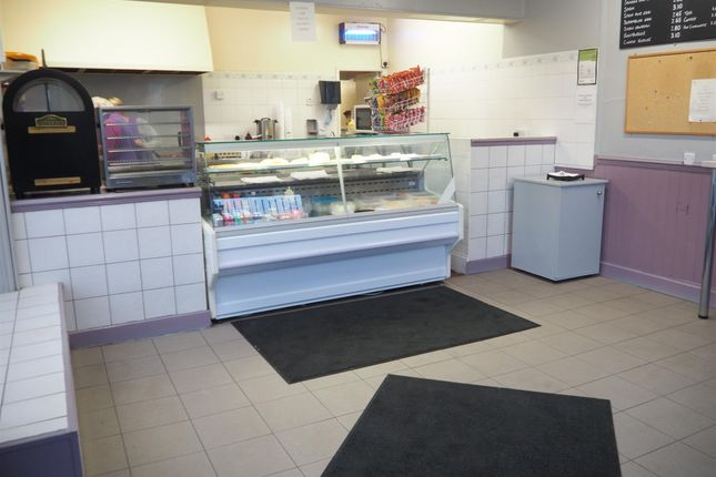 Thumbnail Restaurant/cafe for sale in Cafe & Sandwich Bars HD3, West Yorkshire