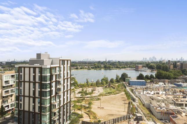 Thumbnail Flat for sale in Woodberry Down, London