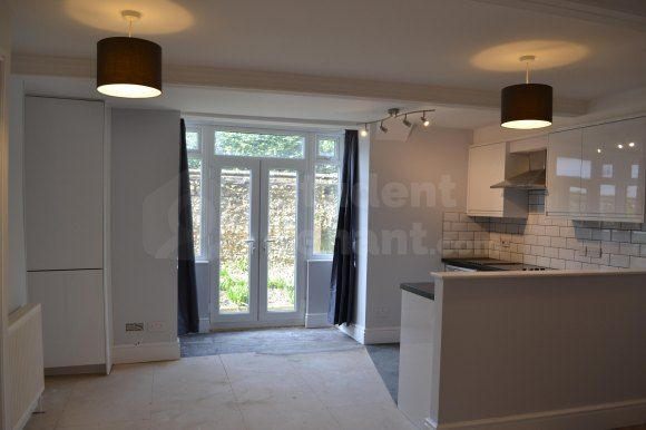 Thumbnail Room to rent in Farnborough Road, Farnham, Surrey