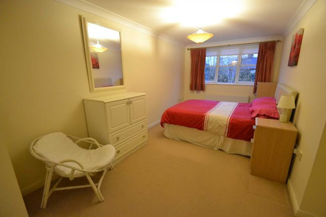 Thumbnail Flat to rent in Amelia Close, London