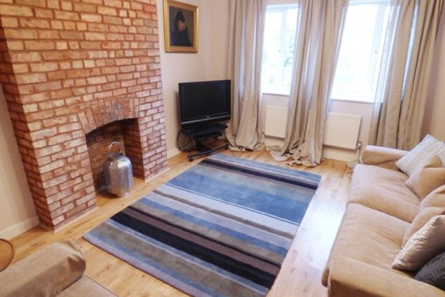 Flat to rent in Gloucester Court, Kew Road, Kew, Richmond