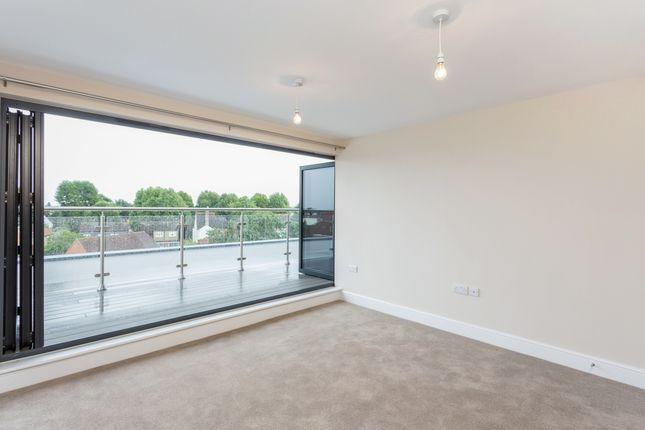Thumbnail Flat to rent in Thurlestone Parade, High Street, Shepperton