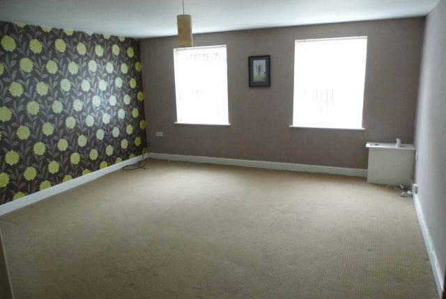 Thumbnail Flat to rent in Oldham Road, Lees, Oldham