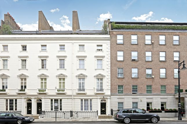Thumbnail Triplex for sale in Chester Square, Belgravia
