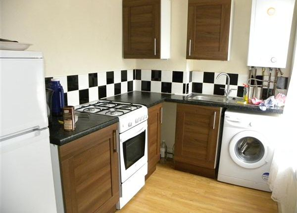 Thumbnail Flat to rent in Chalvey Road East, Slough