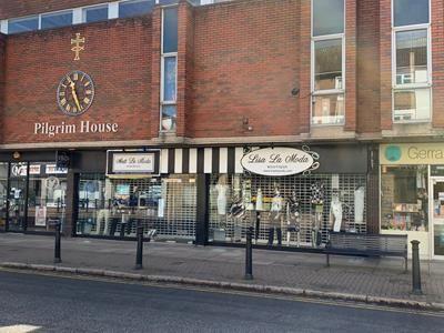 Thumbnail Retail premises to let in 12B-12C Packhorse Road, Gerrards Cross, Buckinghamshire