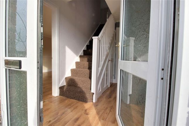 4 bed semi-detached house to rent in Cedar Lane, Ollerton, Newark