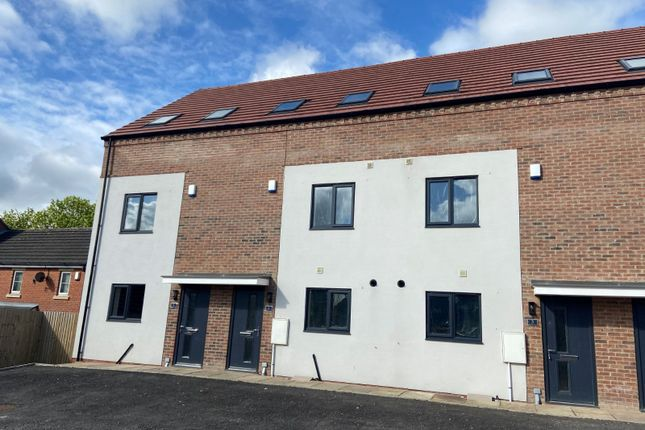 4 bed terraced house to rent in Oakland Place, Hemsworth, West Yorkshire WF9