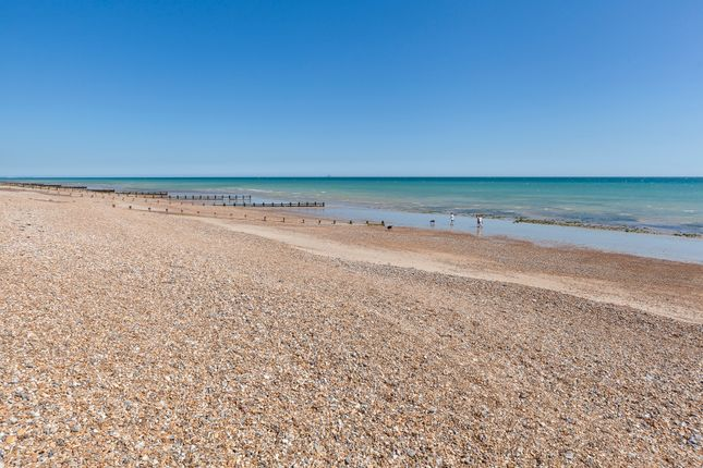 Beach of Middle Way, Kingston Gorse, East Preston, Littlehampton BN16
