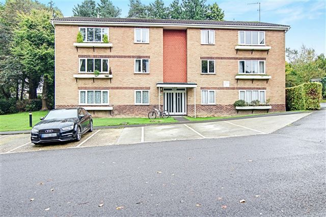 1 bed flat for sale in Balcombe Court, Pound Hill, Crawley