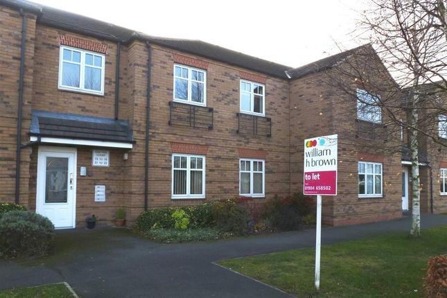 Flat to rent in Oak Tree Court, Haxby, York