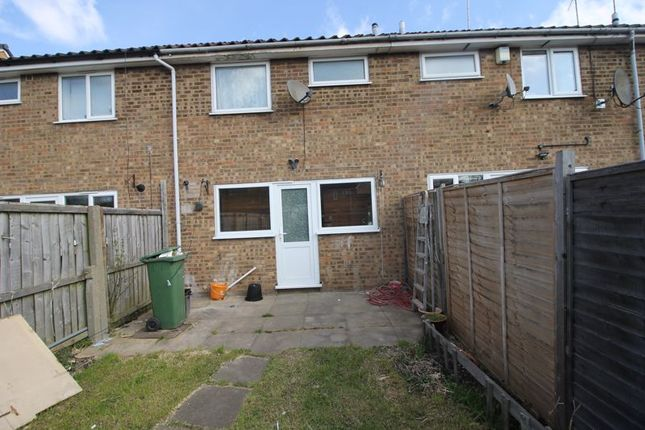 3 bed terraced house to rent in Butely Road, Luton LU4