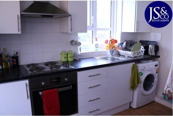 Thumbnail Flat for sale in Newton House, Enfield, London