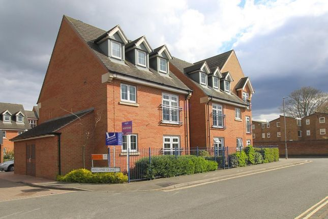 2 bed flat to rent in Holland Close, Loughborough LE11