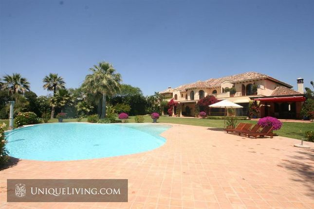 Thumbnail Villa for sale in El Paraiso, Estepona, Costa Del Sol