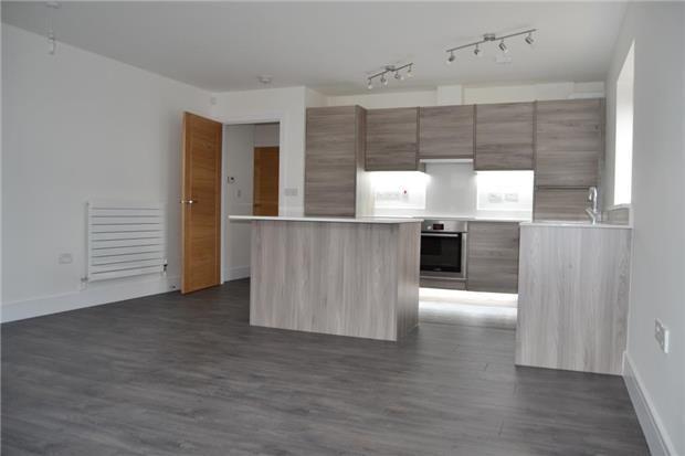Thumbnail Flat to rent in Oaklands Avenue, Gidea Park, Romford