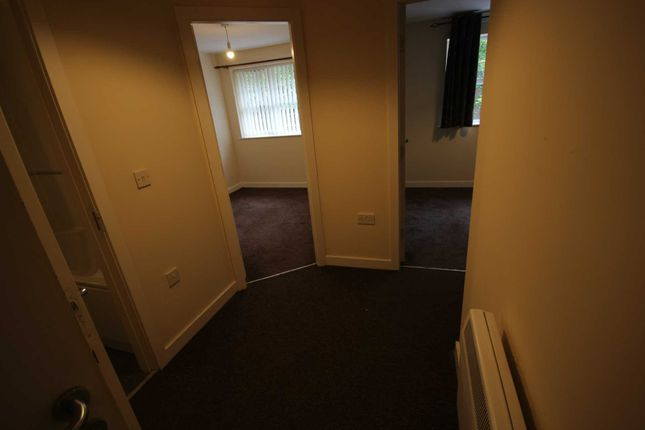 2 bed flat to rent in Commercial Brow, Hyde SK14