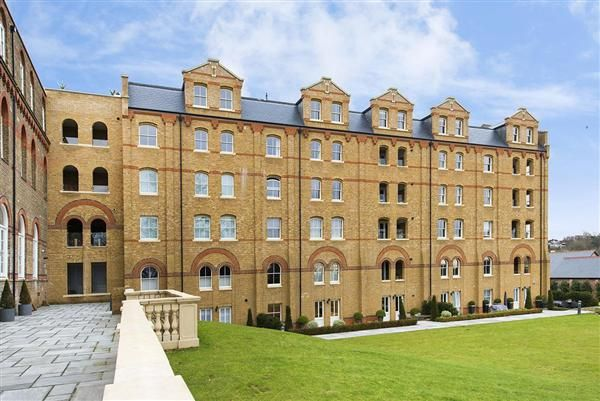 3 bed flat for sale in Ingham Court, 4A Holborn Close, Mill Hill