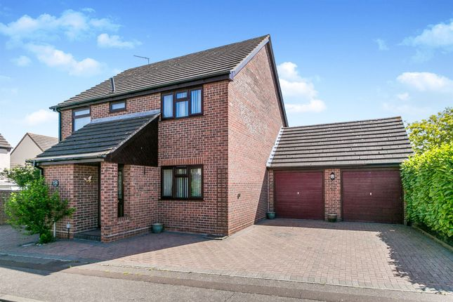 Thumbnail Detached house for sale in Bullfinch Close, Colchester