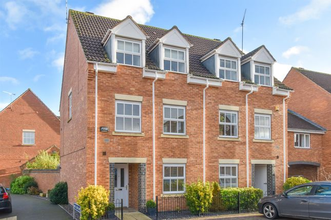 Thumbnail Town house for sale in Lynnon Field, Chase Meadow Square, Warwick